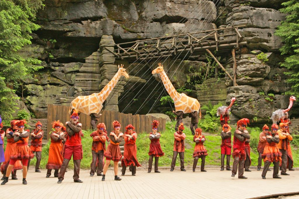 """Bühnenbild des Lakomy-Musicals """"Der Regenbogen"""""""