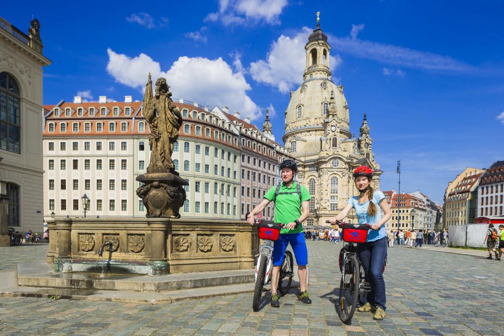 Neumarkt Dresden mit Frauenkirche im Hintergrund